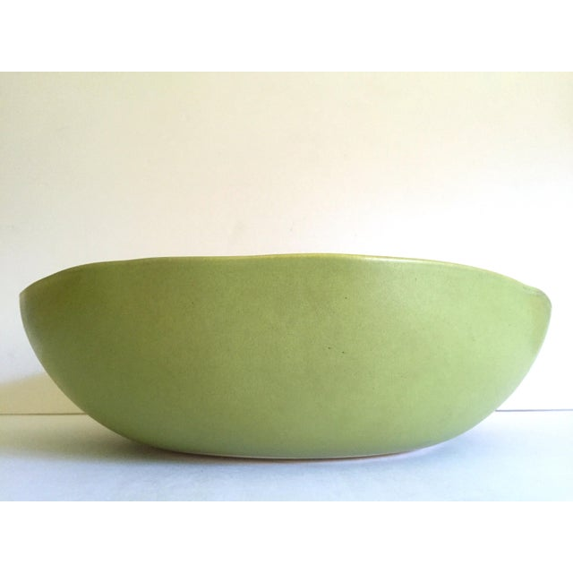 Boho Chic Alex Marshall Studios Pottery Vintage Organic Modernist Extra Large Chartreuse Ceramic Serving Bowl For Sale - Image 3 of 13