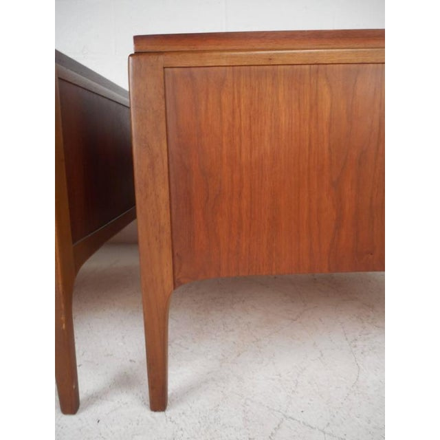 Brown Lane Furniture Mid-Century Low End Tables - a Pair For Sale - Image 8 of 8