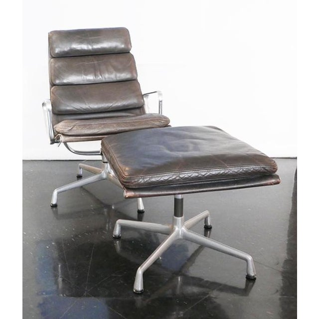 Herman Miller Eames Aluminum Group Lounge Chair & Ottoman For Sale - Image 4 of 8