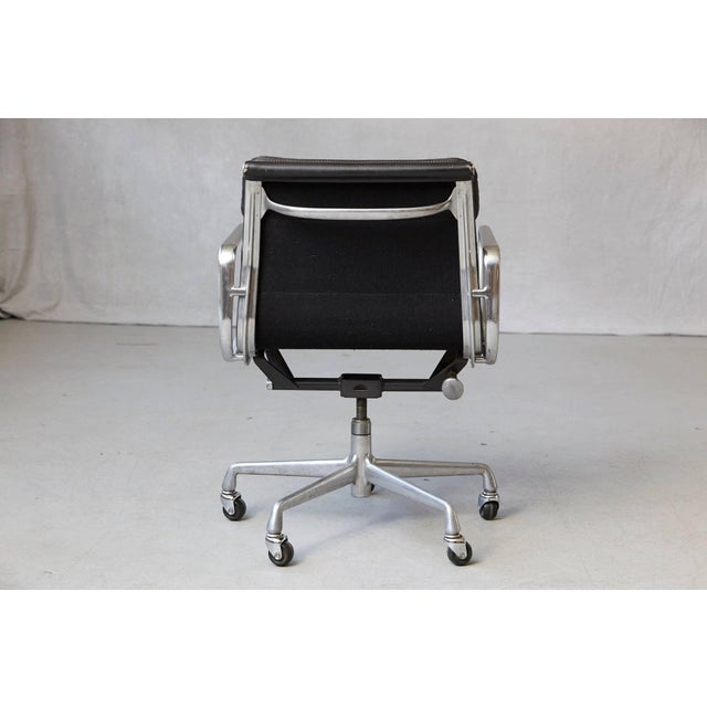 Eames Aluminum Group Black Leather Soft Pad Chair on Casters for Herman Miller For Sale In New York - Image 6 of 11