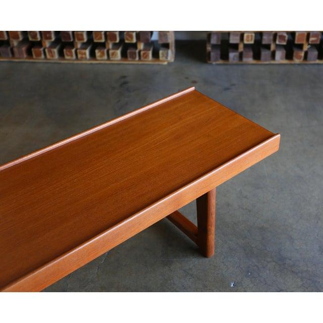"Tan Teak ""Krobo'' Bench by Torbjørn Afdal for Bruksbo For Sale - Image 8 of 11"