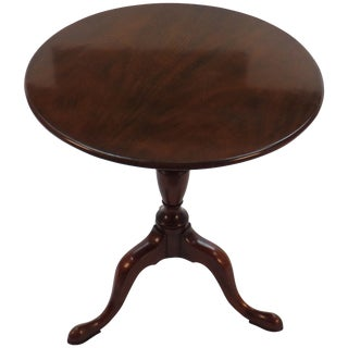 1960s English Traditional Tilt Top Mahogany Tripod Side Table For Sale