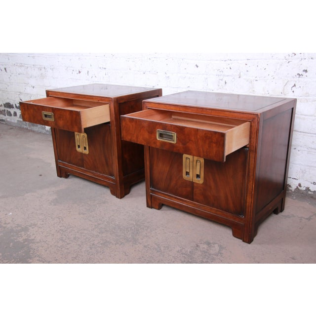 Metal Drexel Heritage Hollywood Regency Campaign Burled Walnut Nightstands - a Pair For Sale - Image 7 of 13
