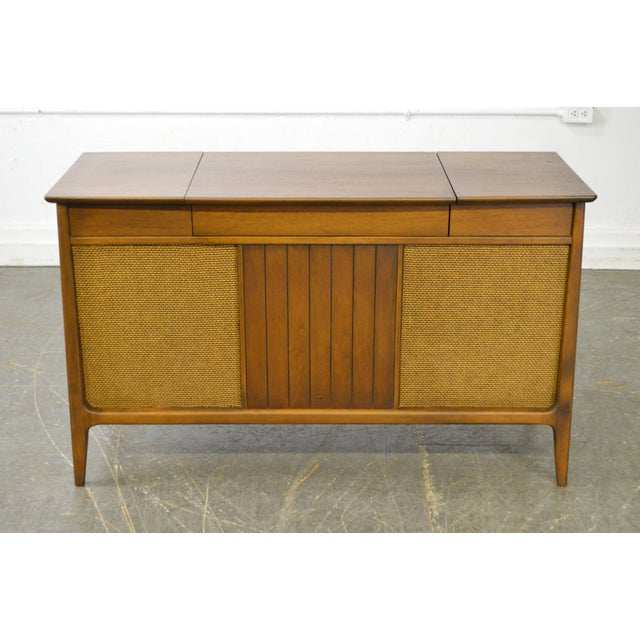 STORE ITEM #: 15548-fwmr Mid Century Modern Danish Style Stereo Console w/ Record Player AGE/COUNTRY OF ORIGIN – Approx 50...