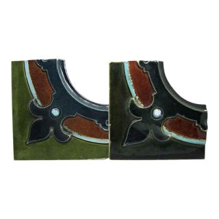 20th Century Shabby Chic Multi Color Fleur De Lis Corner Tile Set - 2 Pieces For Sale
