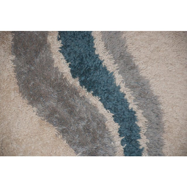 A 60s mod densely woven abstract wool rya rug in blue and off-white. Remnants of a paper label on verso. Excellent...