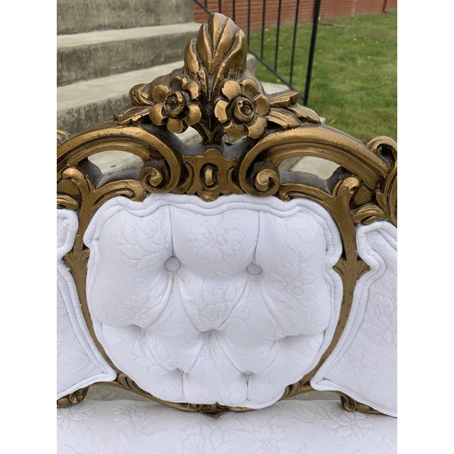 1970s Hollywood Regency Carved Wood and Gold Gilded Settee For Sale - Image 5 of 10