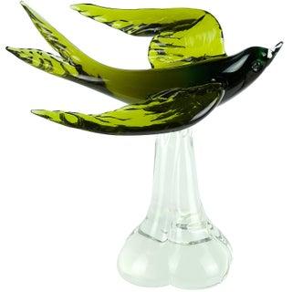 Murano Sommerso Green Italian Art Glass Flying Swallow Bird Sculpture on Base For Sale
