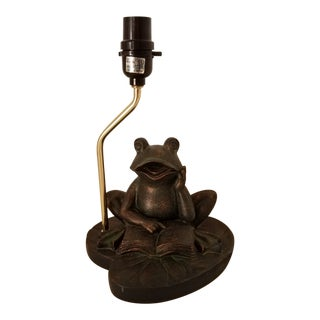 1950s Vintage May Sheng Fame Resin Reading Frog on Lilly Pad Lamp For Sale