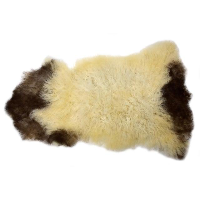 "Unique Handmade Beige Brown Wool Sheepskin Rug, Seat Cushion - 2'7"" X 4'3"" - Image 2 of 8"
