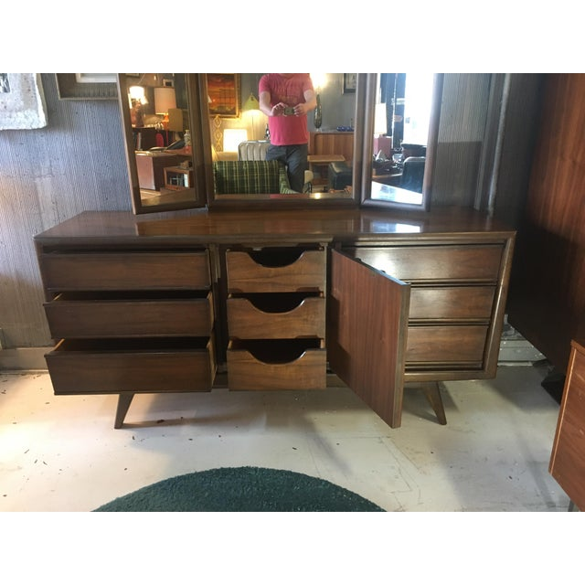 Glass 1960s Mid-Century Modern United Furniture Lowboy Dresser With Trifold Mirror - 2 Pieces For Sale - Image 7 of 8