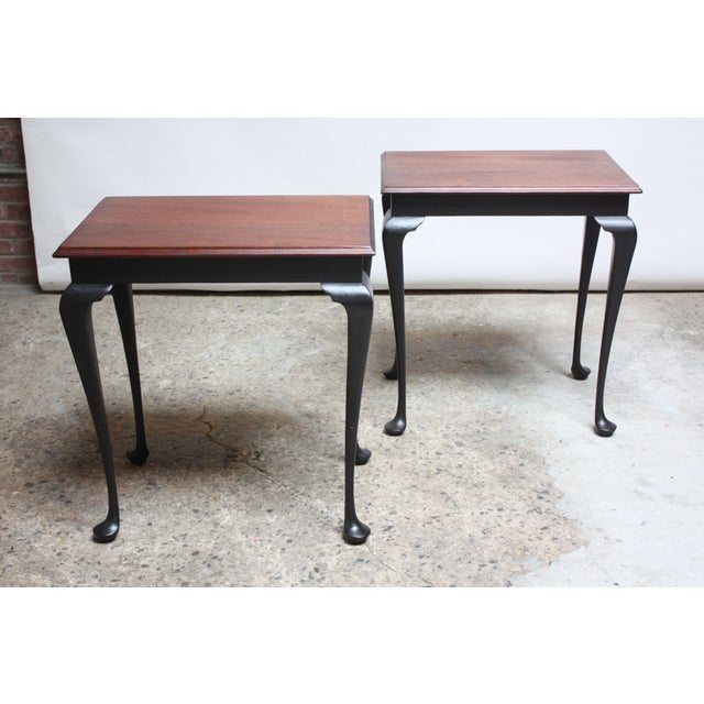 1950s Pair of Mahogany and Ebonized Walnut Chippendale-Style Tall End Tables For Sale - Image 5 of 13