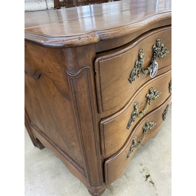 French 18th Century French Louis XV Commode Arbalete, 1750 For Sale - Image 3 of 10