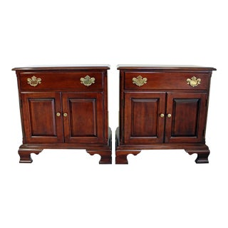 Pair of Vintage Chippendale Statton Old Towne Cherry Nightstands For Sale