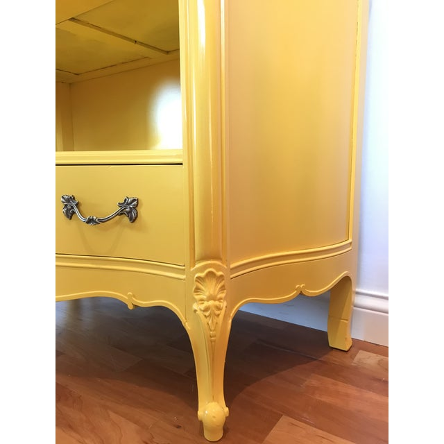 French Louis XV Style Drexel Model 3211 Serpentine Front Yellow Paint Cabriole Leg Silverware Chest For Sale - Image 3 of 13