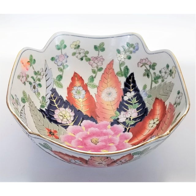 Asian Large Chinese Porcelain Tobacco Leaf Bowl With Gold Trim - Feng Shui - Asian Palm Beach Boho Chic Flowers Peony Tropical Coastal For Sale - Image 3 of 13