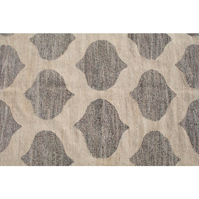 Transitional Modern Soft Geometric Turkish Wool Kilim Gray and Ivory- 7′10″ × 9′11″ For Sale - Image 3 of 4
