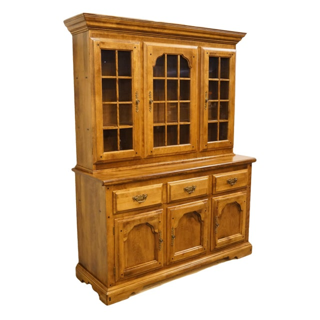 Early American 20th Century Early American Temple Stuart Rockingham Solid Maple Buffet With Display Hutch For Sale - Image 3 of 13