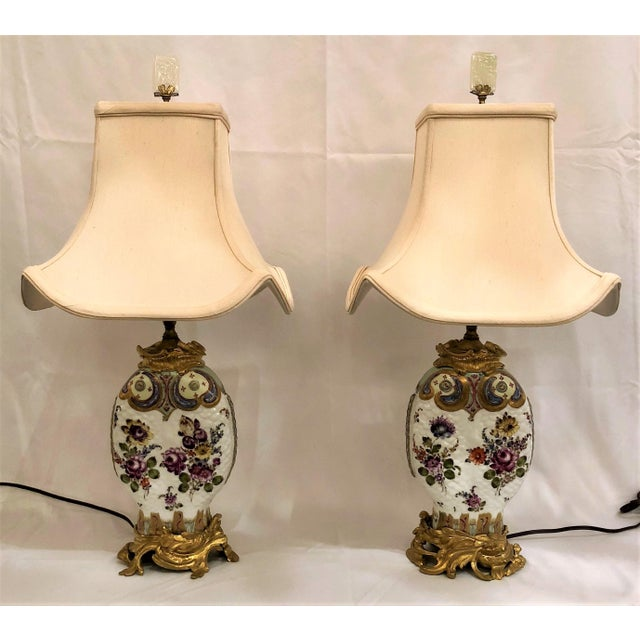 Pair Antique Chinoiserie Porcelain Lamps (Possibly Samson) With Ormolu Mounts. For Sale - Image 4 of 4