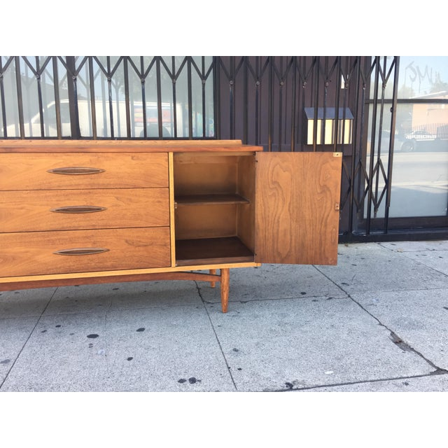 Broyhill Tan Sculpture Credenza - Image 8 of 10