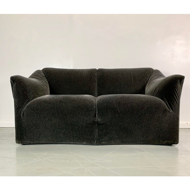 Cassina 1990s Vintage Mario Bellini in Charcoal Mohair Cassina Tentazione Loveseat For Sale - Image 4 of 5