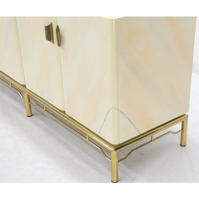 Metal Mid-Century Modern White Lacquer Faux Finish Door 4 Doors Credenza on Brass Base For Sale - Image 7 of 11