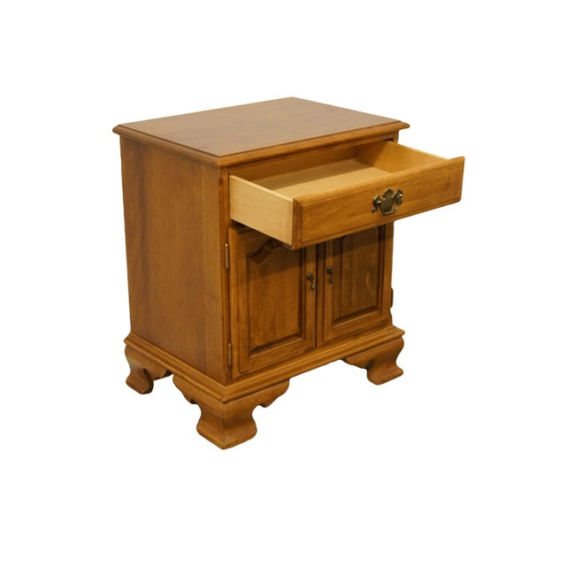 """20th Century Early American Ethan Allen Heirloom Nutmeg Maple 22"""" Cabinet Nightstand For Sale In Kansas City - Image 6 of 13"""