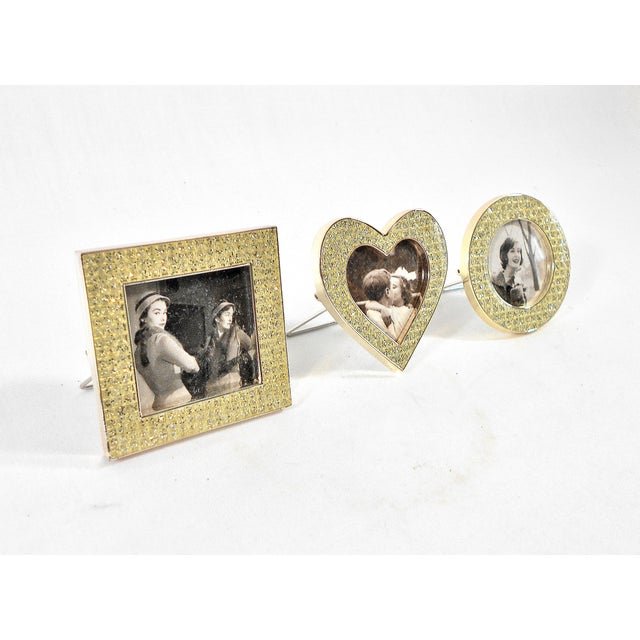 A perfect gift - these gorgeous sparkling mini frames feature mini rhinestones in a polished silver/platinum square frame,...