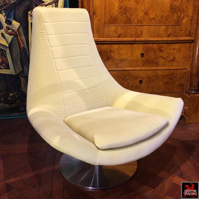 Italian Mid Century Style Italian Swivel Lounge Chair For Sale - Image 3 of 7