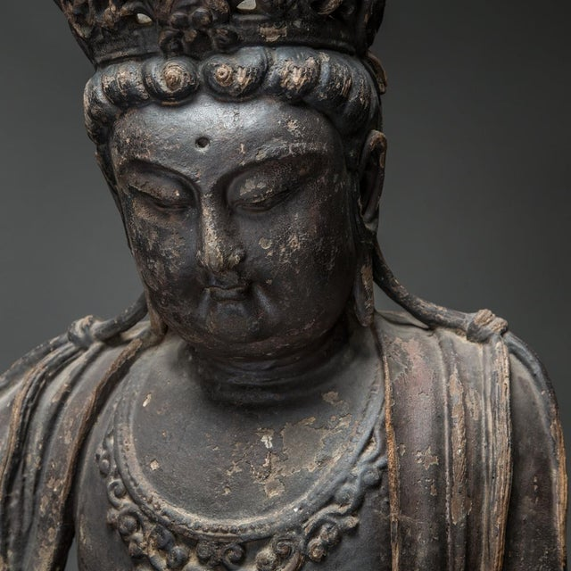 15th Century & Earlier Wooden Sculpture of the Bodhisattva Guanyin For Sale - Image 5 of 6