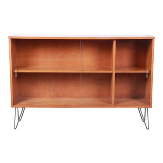 Paul McCobb Planner Group Mid-Century Modern Glass Front Bookcase on Hairpin Legs, 1950s For Sale