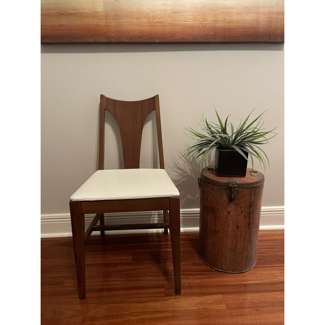 Adorable Johnson Carper Mid Century chair in excellent, sturdy condition. This chair originally went with the desk and...