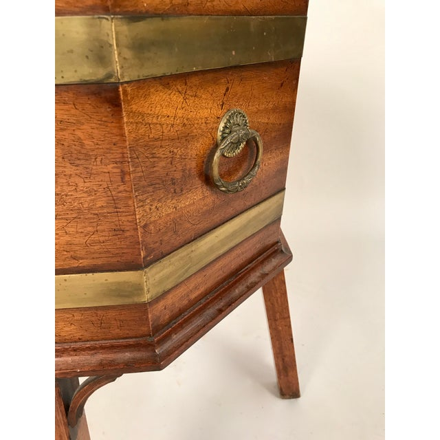 1700s George III Mahogany and Brass Cellarette For Sale - Image 9 of 11