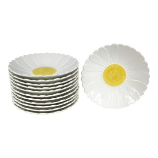 "French Daisy ""Gien"" Plates - Set of 12 For Sale"