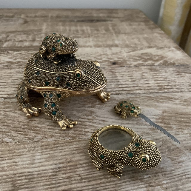 Bejeweled Gold Frog Paperweight and Desk Accessory Set For Sale In New York - Image 6 of 11