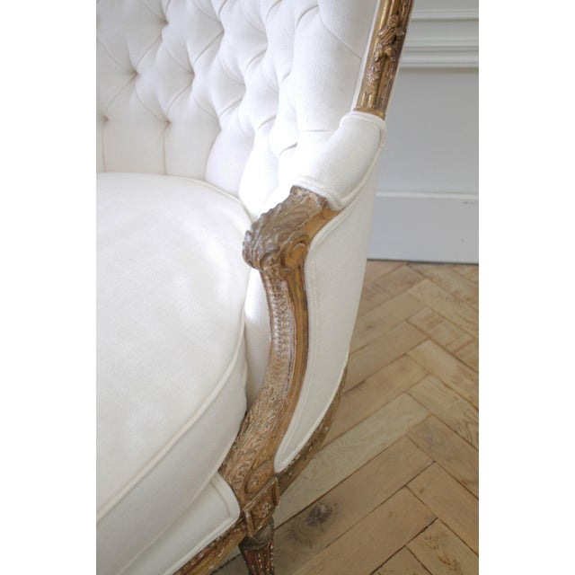 Early 20th Century Carved Giltwood Chaise Lounge With Roses For Sale - Image 9 of 13