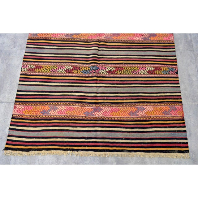 "Vintage Braided Rug. Flat Weave Area Rug - 4' 6"" X 6' 11"" For Sale In Raleigh - Image 6 of 11"