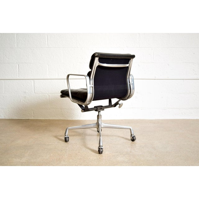 Original Eames for Herman Miller Aluminum Group Soft Pad Management Office Chair with Arms For Sale In Detroit - Image 6 of 11