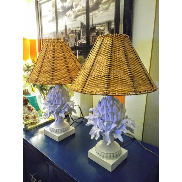 1990s A Pair Palm Beach Regency White Peeled Pineapple Table Lamps W/ Wicker Shades For Sale - Image 5 of 7
