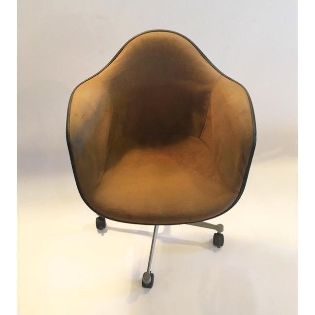 Herman Miller Brown Shell Chair on Wheels - Image 5 of 6