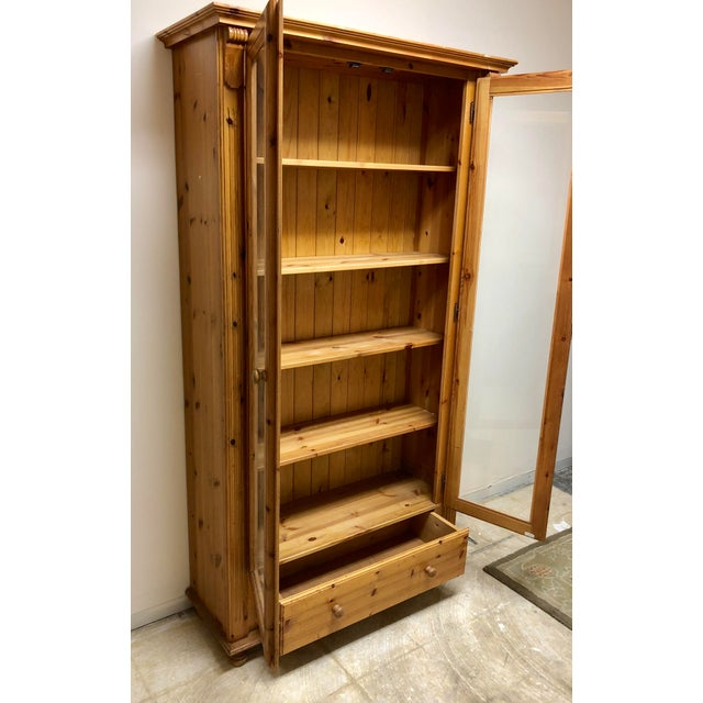 1900s American Classical Pine Glass Front Bookcase For Sale - Image 4 of 10