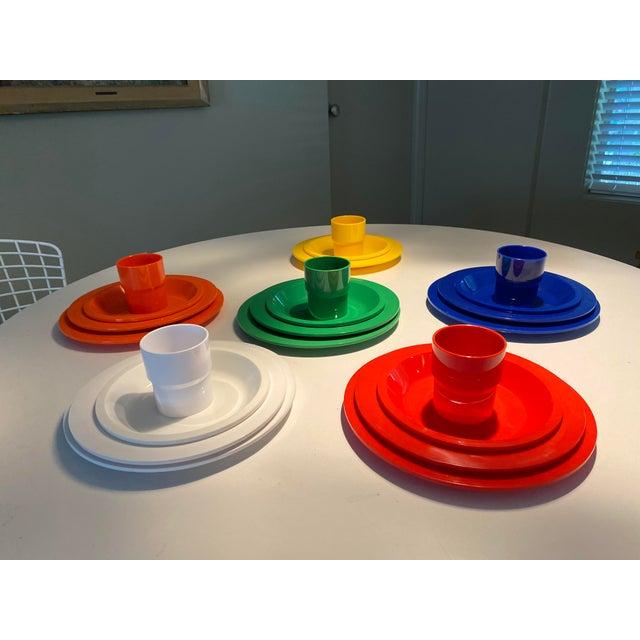 Mid 20th Century Vintage Ingrid Plastic Chicago Six Colors Serving Set - 26 Pieces For Sale - Image 5 of 12