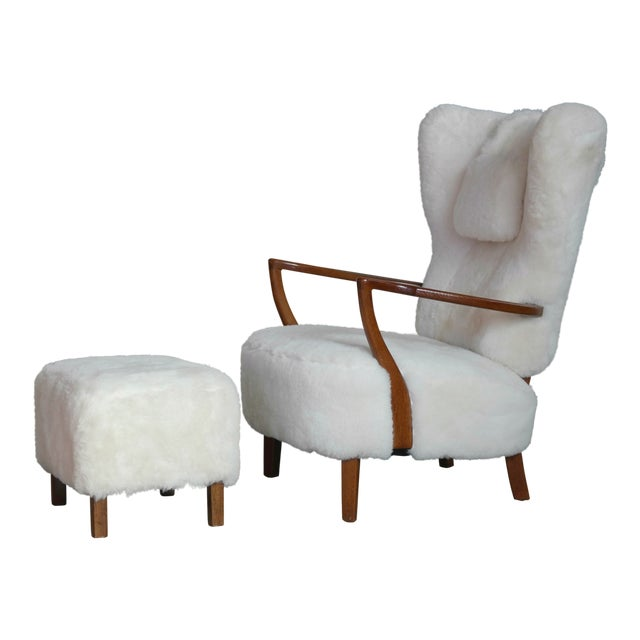 Fritz Hansen Style Lounge Chair and Ottoman Covered in White Shearling Sheepskin For Sale