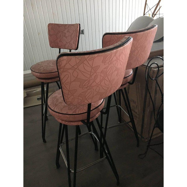 1950s Set of Three Kitch Mid-century Bar Stools With Pink Upholstery, Black Piping For Sale - Image 5 of 7