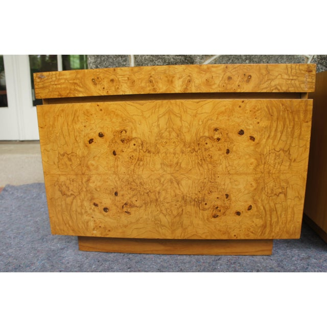 1970s Mid-Century Modern Milo Baughman for Lane Altavista Bookmatched Burl Olivewood Nightstands - a Pair For Sale In Washington DC - Image 6 of 13
