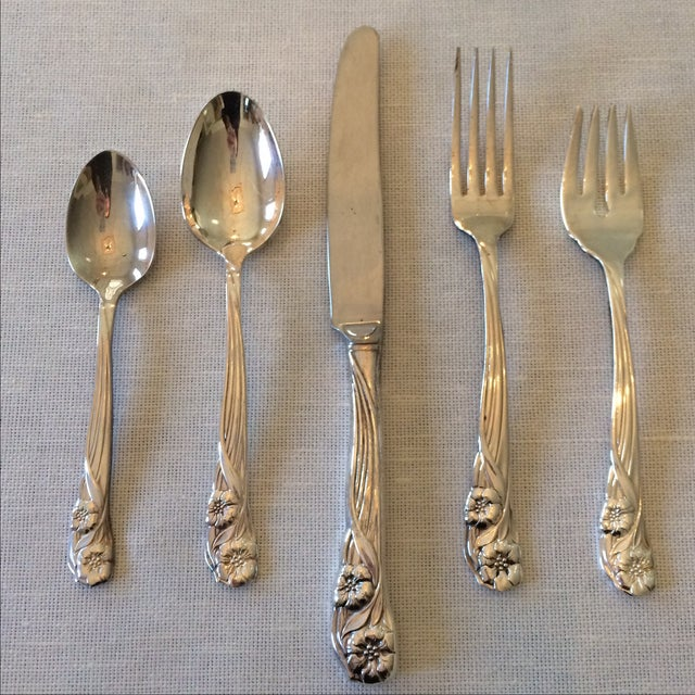 Oneida Trillium Silverplate Service for 6 Flatware - Image 2 of 10