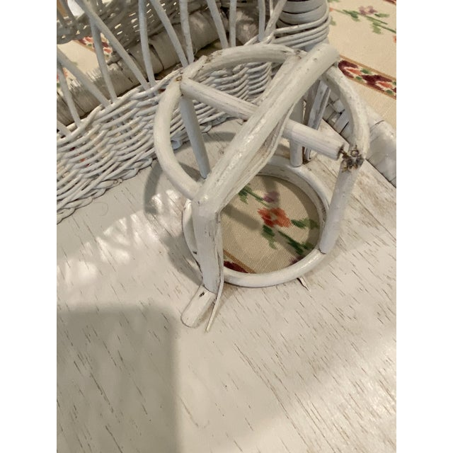 1970s Palm Beach Boho Chic White Wicker Breakfast in Bed Serving Tray For Sale In West Palm - Image 6 of 7