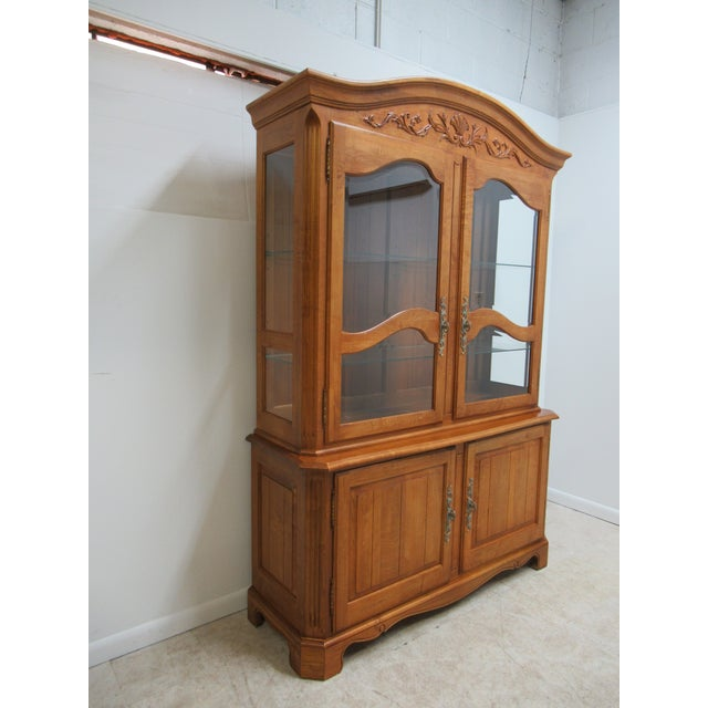 Ethan Allen Cabinet With Two Doors. There Is An Ethan Allen Stamp On The Inside Of The Cabinet. Please See Photos.