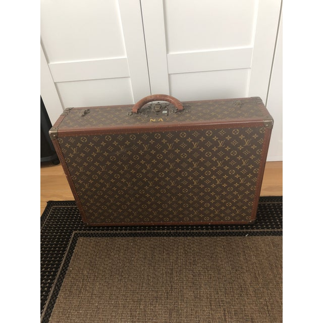 1940s Mid-Century Modern Brown Leather Louis Vuitton Suitcase For Sale In New York - Image 6 of 6