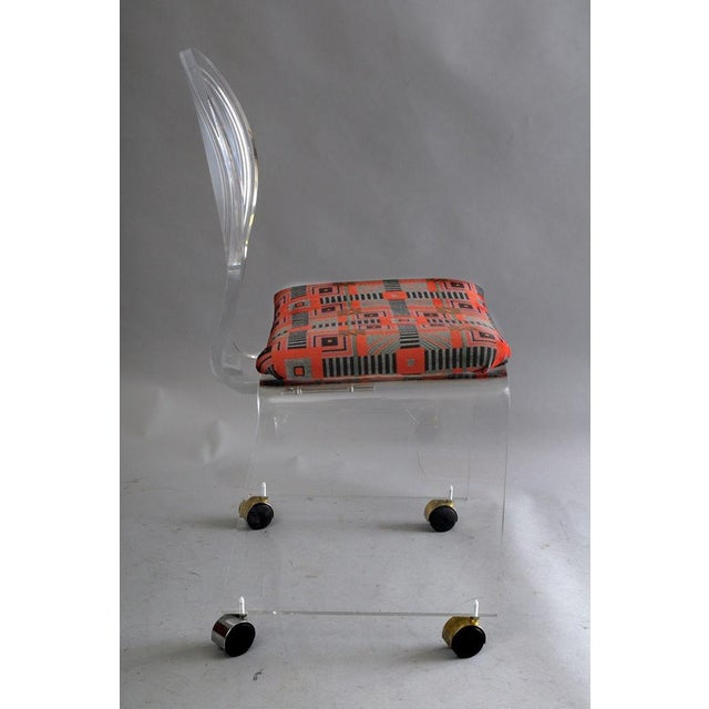 Hill Mfg. Lucite Vanity Chair Round Back Rolling Casters Mid Century Modern Vintage For Sale In Philadelphia - Image 6 of 11